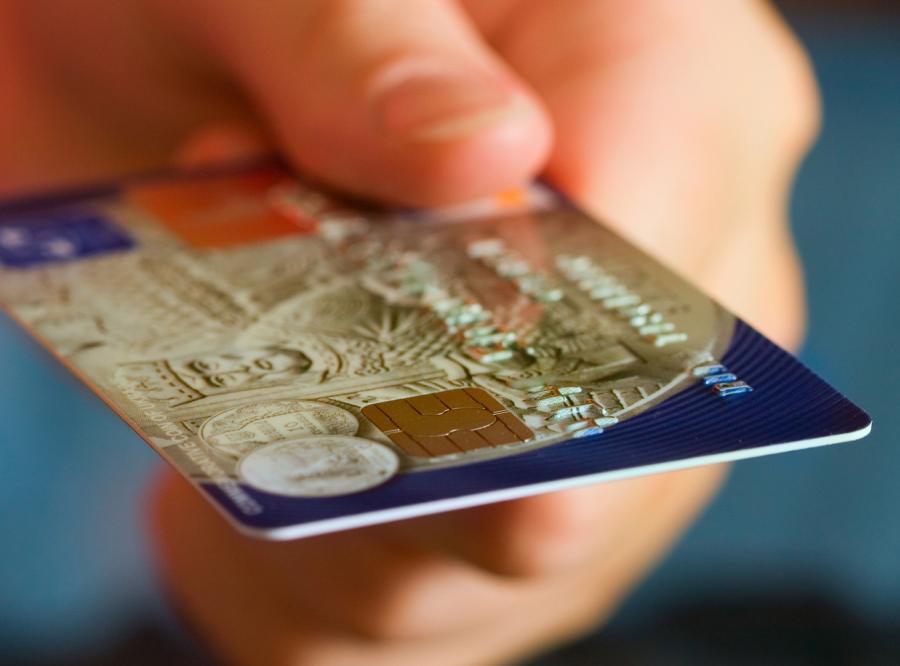Wydawcy kart kredytowych zyskują w kryzysie