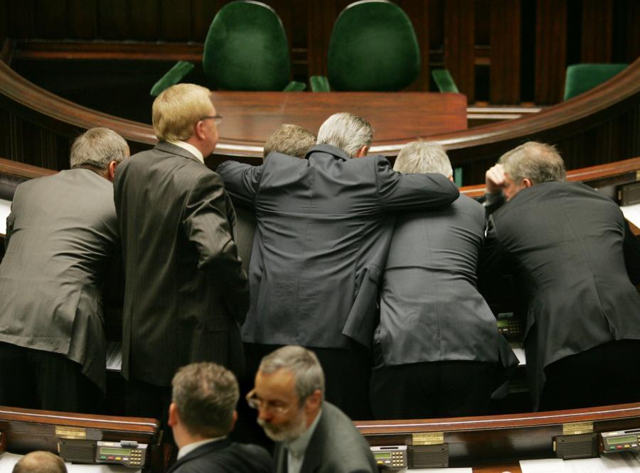 Żaden z kilkunastu posłów nie przyznał się do otrzymania nienależnych pieniędzy