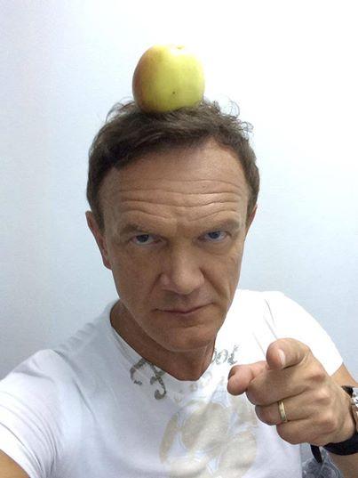Cezary Pazura je jabłka