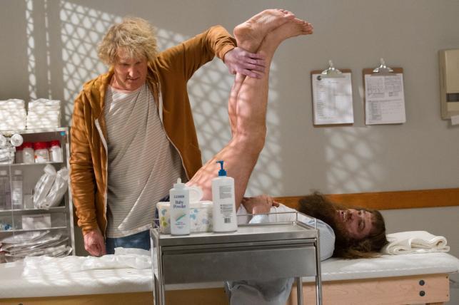 """Jim Carrey i Jeff Daniels w filmie """"Głupi i głupszy bardziej"""""""