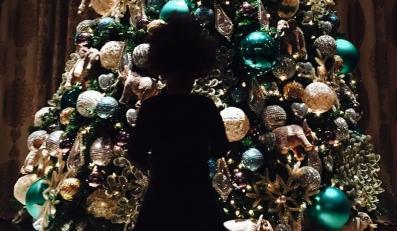 Córka Beyoncé ubiera choinkę
