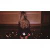 """Ariana Grande w świątecznym klimacie i klipie do """"Santa Tell Me"""""""