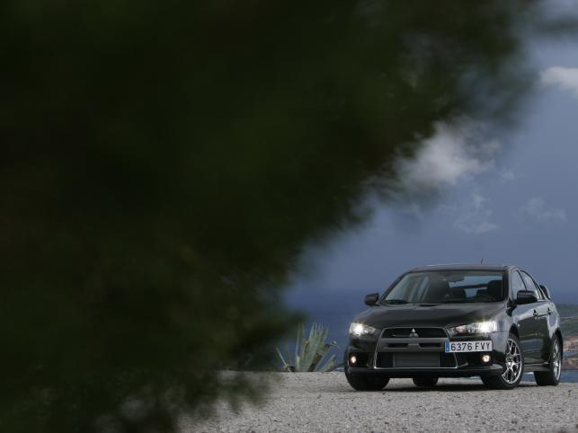 Nad stabilnością auta czuwa system Super All-Wheel Control