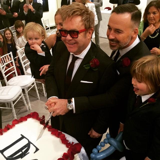 Elton John po 20 latach poślubił ukochanego [ZDJĘCIA]