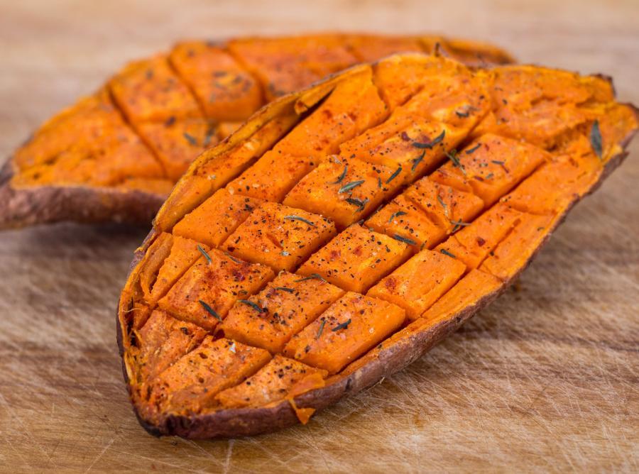 7. Słodkie ziemniaki są bogate w witaminę C