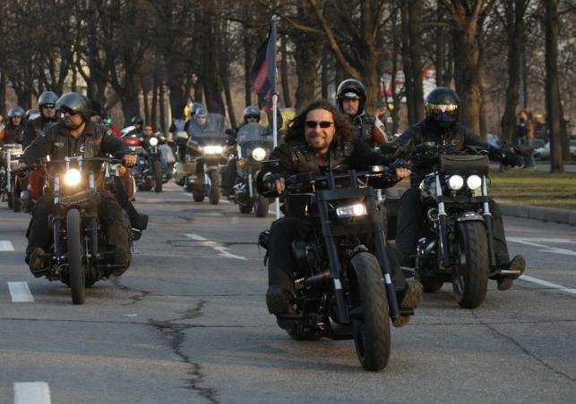 Przejazd Nocnych Wilków, na czele Aleksander Zaldostanow, Moskwa 2004