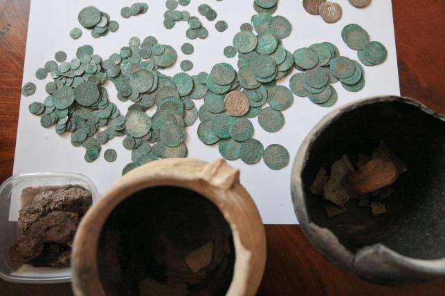 Skarb znaleziony w lesie niedaleko miejscowości Guzów (Lubuskie)