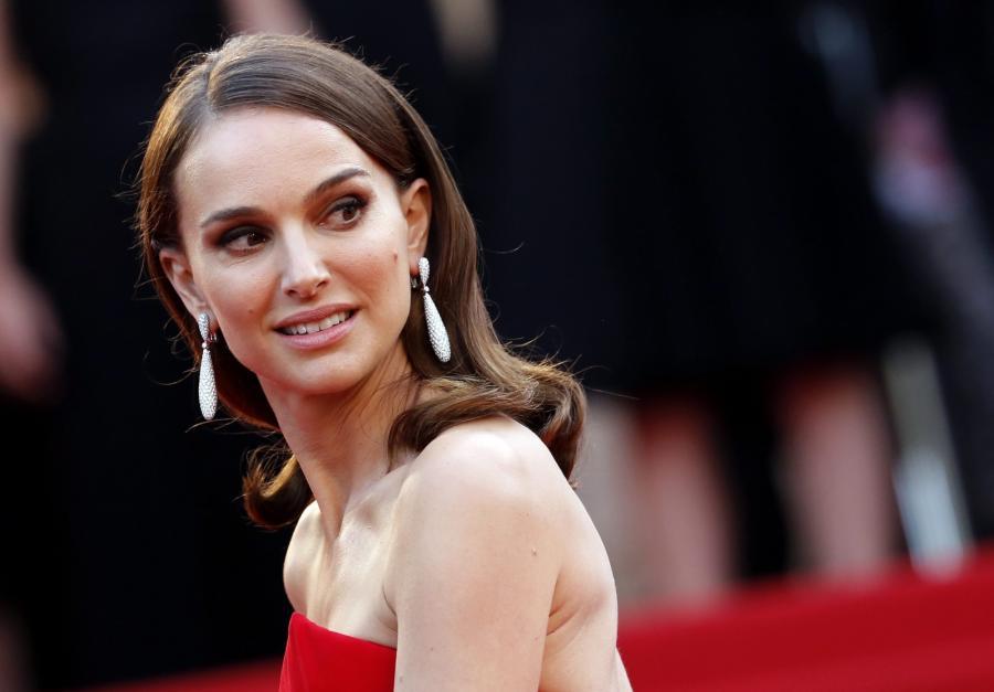 Natalie Portman na festiwalu w Cannes, gdzie debiutuje jako reżyser