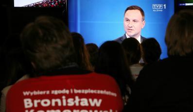 Andrzej Duda w czasie debaty prezydenckiej w TVP