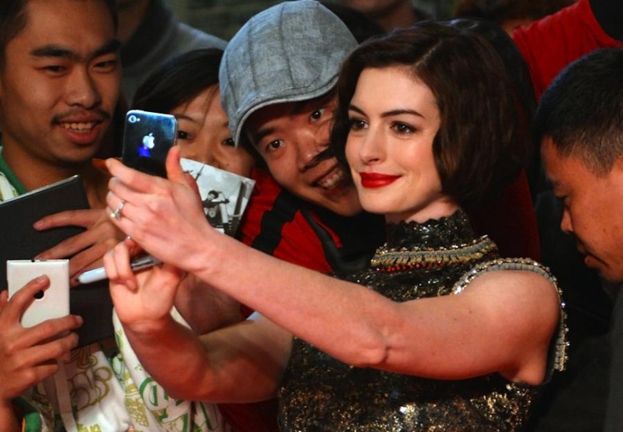 Anne Hathaway zagra i wyprodukuje \