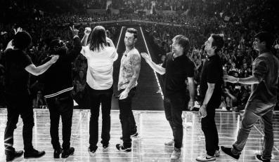 Zobacz, jak Adam Levine szykuje się do koncertu Maroon 5