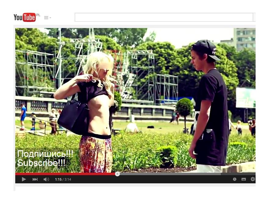 Kobieta pokazująca piersi Grigorijowi Mamurinowi