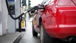 PKN Orlen i Lotos obniżają ceny paliw