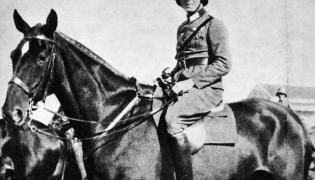 Claus von Stauffenberg podczas służby w 17. pułku kawalerii w Bambergu, 1926 rok (fot. Bundesarchiv, Bild 183-C0716-0046-003 / CC-BY-SA)