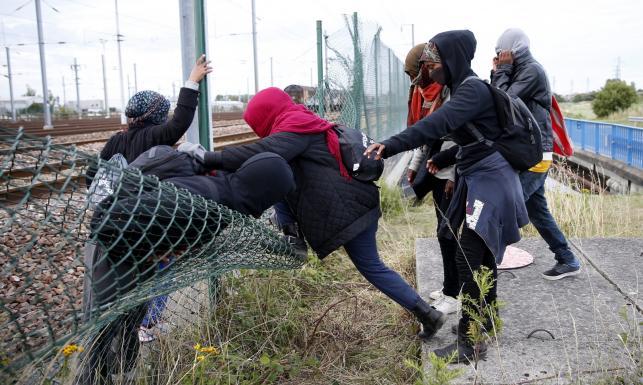 Nielegalni imigranci we Francji: pociągiem do lepszego życia