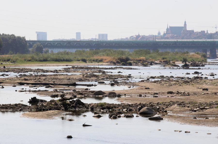 Niski stan wody na Wiśle spowodowany suszą