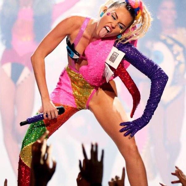 Roznegliżowana Miley Cyrus, jako prowadząca galę MTV VMA