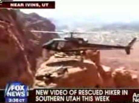 Zobacz, jak helikopter ląduje na skalnej półce