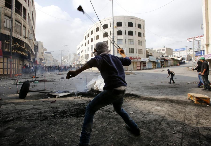 Palestyńczyk atakuje izraelskich żołnierzy na Zachodnim Brzegu