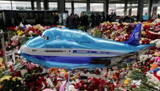 Lotnisko w Sankt Petersburgu - Rosjanie upamiętniają ofiary katastrofy Airbusa