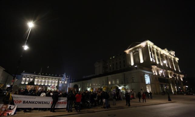 Frankowicze protestowali przed Pałacem Prezydenckim. Domagali się spełnienia obietnic. ZDJĘCIA