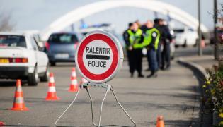 Policyjna kontrola po zamachach w Paryżu