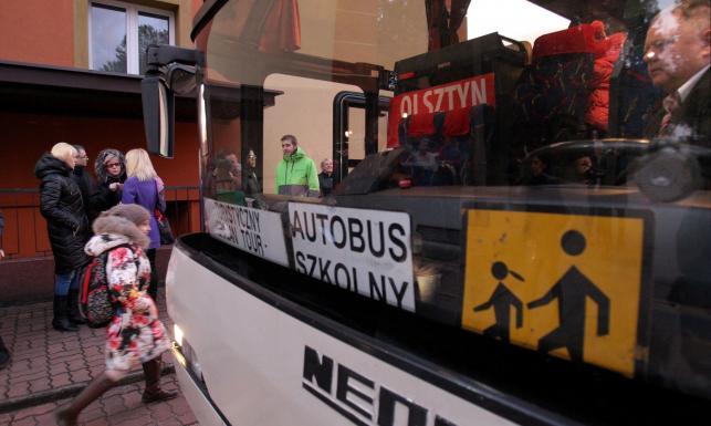 Dzieci z Mariupola poszły pierwszy raz do polskiej szkoły. Odprowadziła ich minister edukacji
