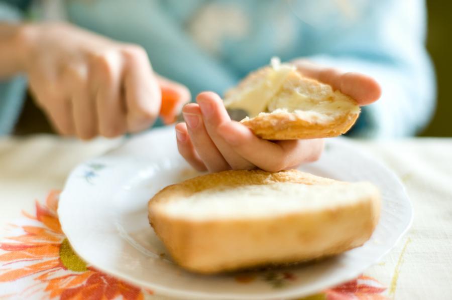 Smarowanie pieczywa masłem
