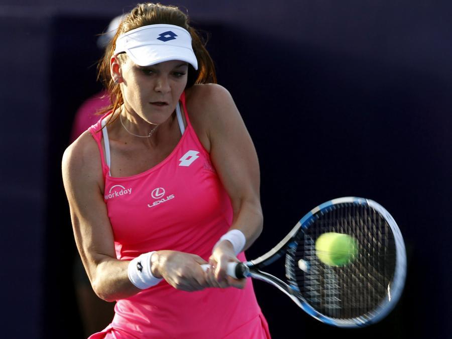 Agnieszka Radwańska pokonała Angelique Kerber 6:4, 6:3 w meczu pokazowym World Tennis Thailand Championship