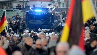 Demonstracja Pegidy przeciwko imigrantom w Kolonii