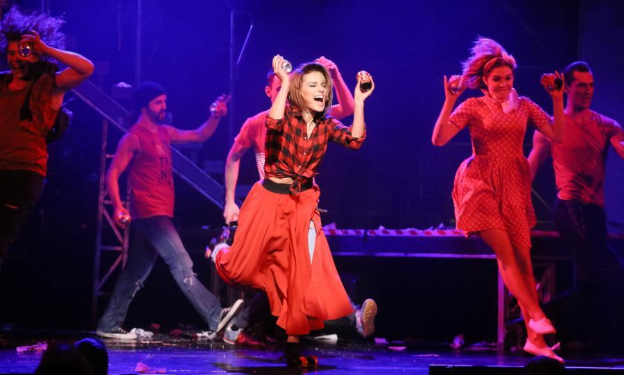 Natasza Urbańska na scenie podczas jubileuszowego spektaklu