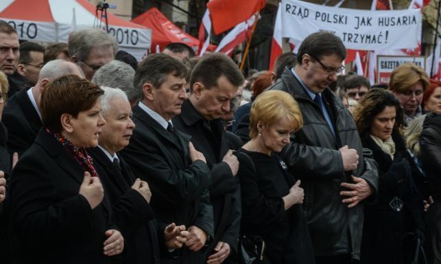 Rocznica katastrofy smoleńskiej. Duda na Wawelu, Kaczyński razem z Szydło [ZDJĘCIA]