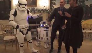 """Michelle i Barack Obama tańczą z bohaterami """"Star Wars"""""""