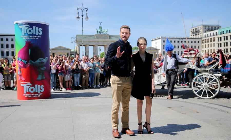 Justin Timberlake i Anna Kendrick pod Bramą Brandenburską