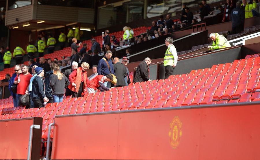 Kibice opuszczają Old Trafford