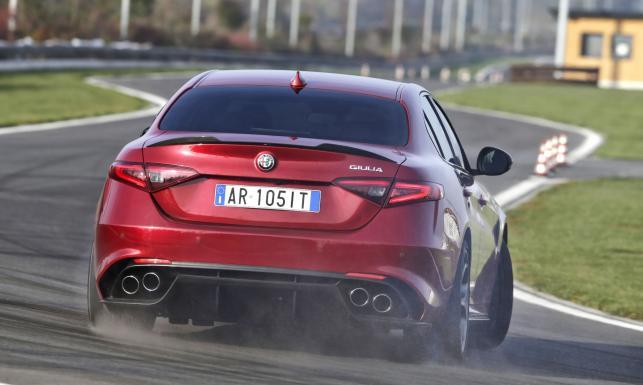 Alfa Romeo Giulia już jeździ! Nowa limuzyna pogromcą BMW i Mercedesa? Pobiła rekord [ZDJĘCIA]