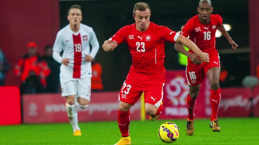 Pogrąży Polaków i... zmieni drużynę narodową? As Szwajcarów rozważa grę dla Kosowa
