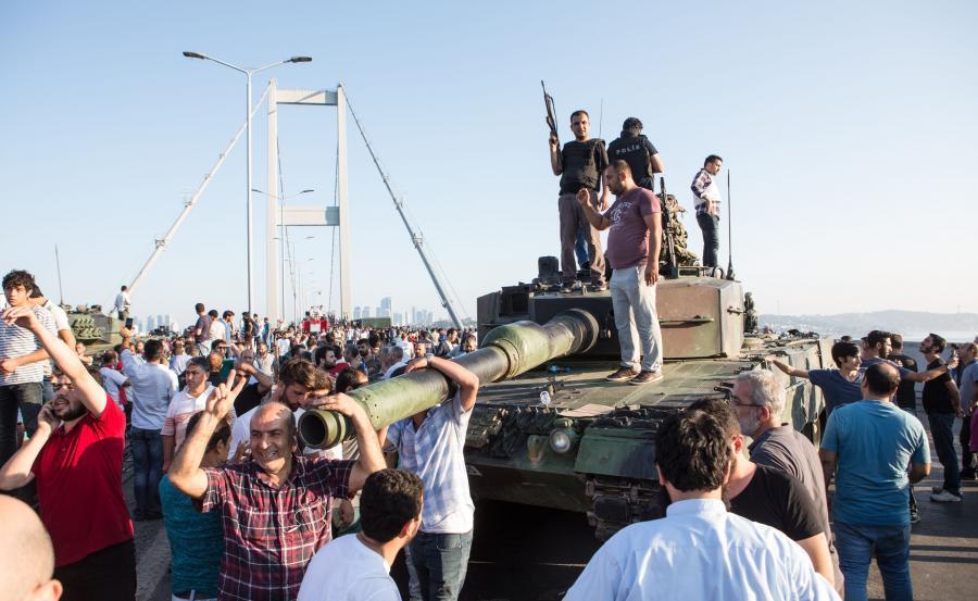 Czołg opuszczony przez puczystów
