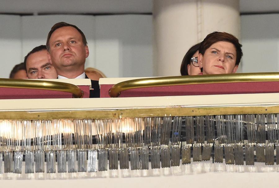 """Prezydent Andrzej Duda i premier Beata Szydło podczas uroczystej premiery filmu """"Smoleńsk"""""""