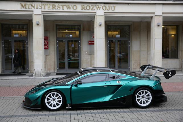 Polski samochód wyścigowy Arrinera Hussarya  (2)