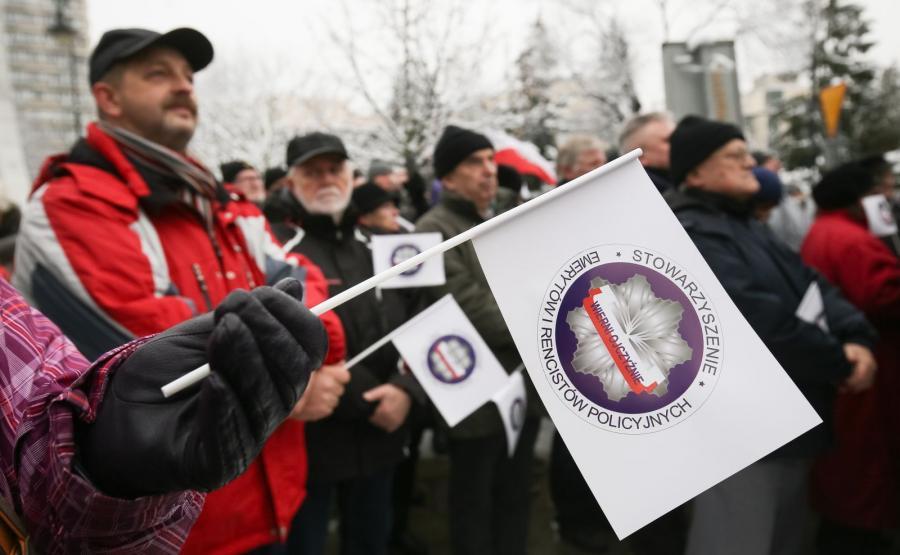 PROTEST EMERYTÓW SŁUŻB MUNDUROWYCH