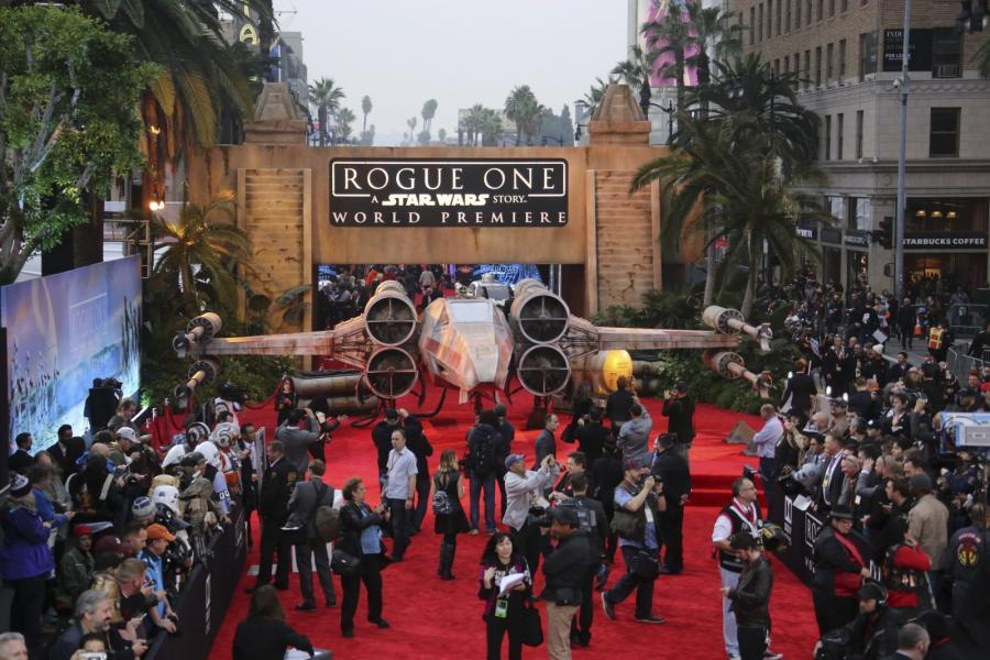 """Premiera filmu """"Łotr 1. Gwiezdne wojny"""" w Hollywood, 10 grudnia 2016"""