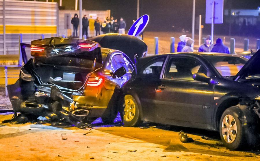 Miejsce wypadku z samochodami MON