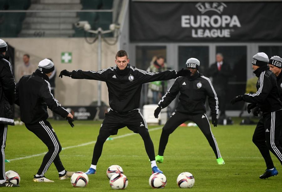 Piłkarze Legii (od lewej): Michał Pazdan, Tomas Necid i Daniel Chima Chukwu